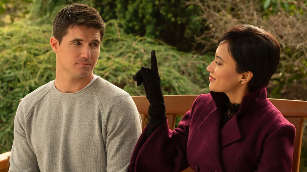 Upload' Review: Robbie Amell Stars in Cliche Amazon Show – Variety